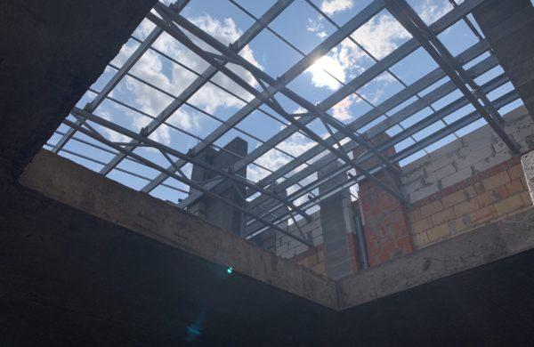Продолжаются работы по монтажу крыши